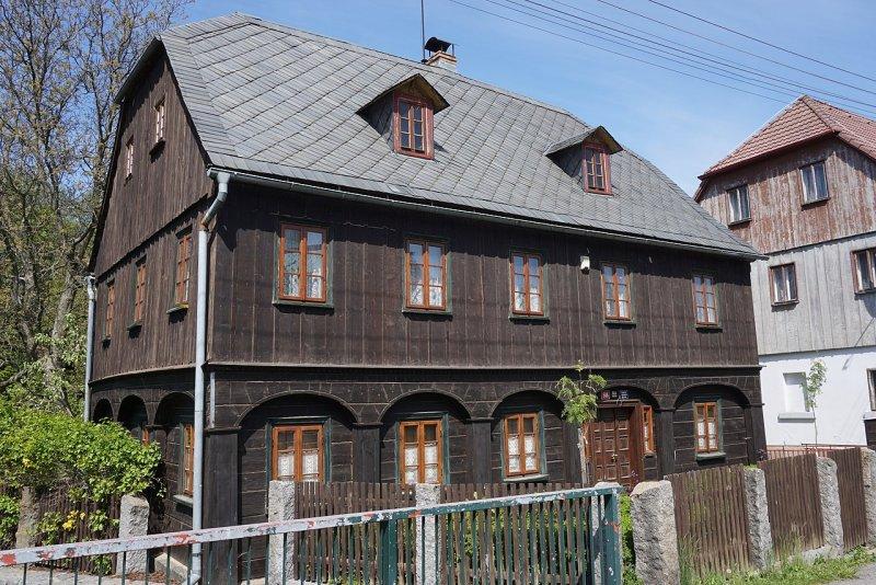 Dům - Náměstí č. p. 586